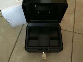 schwarze Geldkassette Gr 2 unbenutz: Kleinanzeigen aus Oberasbach - Rubrik Türen, Zargen, Tore, Alarmanlagen