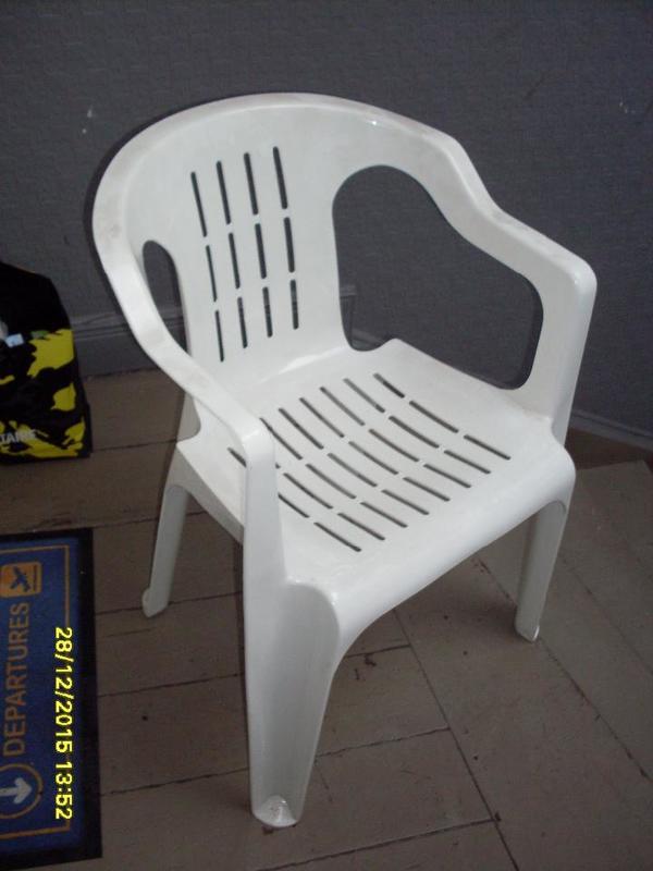 plastik weiße stühle | Möbelideen
