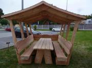 Überdachte Gartenmöbel.Holzmöbel.