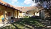Ungarn: Zwei Häuser