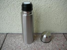 Verkaufe Isolierflasche Farbe silber aus: Kleinanzeigen aus Niddatal - Rubrik Haushaltsauflösungen