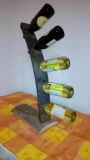 Weinflaschenhalter aus einer